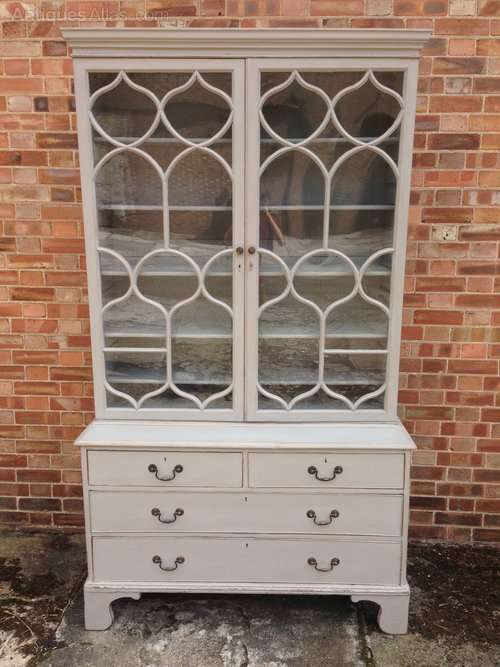 Early 19th Century Painted Cabinet On Chest