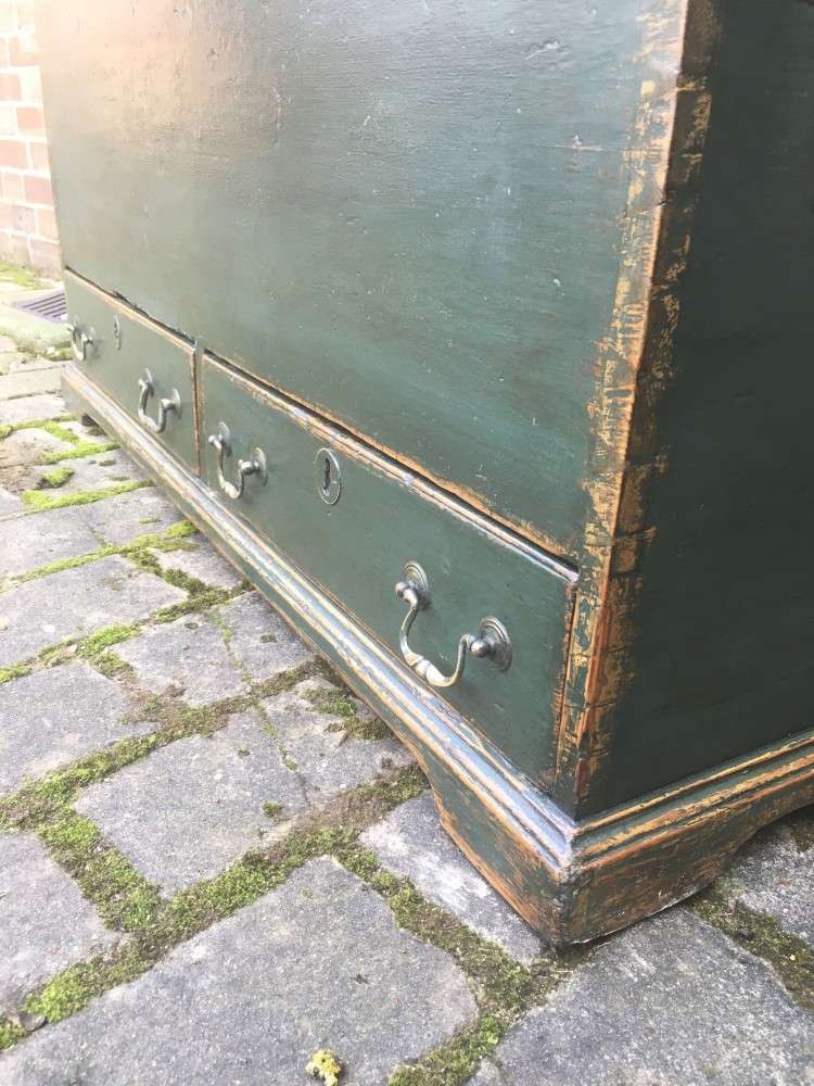 Regency Painted Pine Mule Chest4