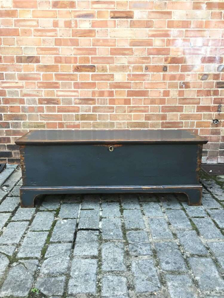 Regency Painted Pine Blanket Box3