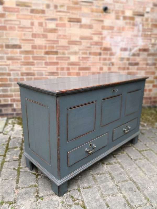 Early 19th Century Painted Oak Mule Chest3